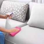 Flecken auf einem Schlafsofa entfernen