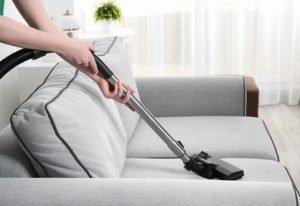 Reinigung und Pflege eines Schlafsessels